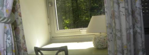 Bureau de la chambre Comme au jardin-gite aisne